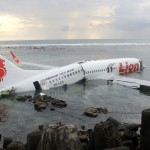 130413-lion-air-plane-slide-into-sea-01