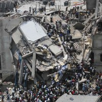 130424-bangladesh-building-collapse-02