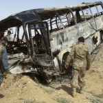 130426-afghanistan-bus-crashed-01