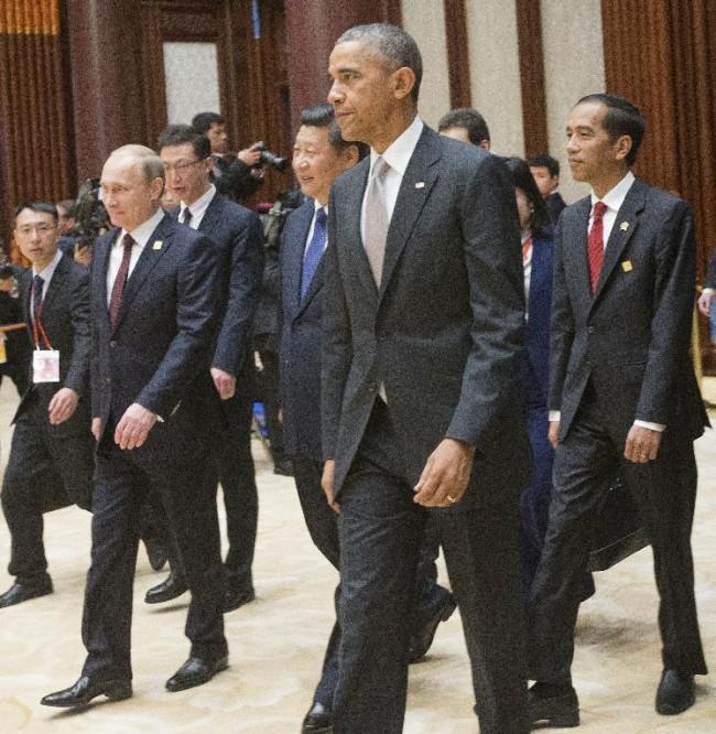 141111-APEC summit-leaders-10