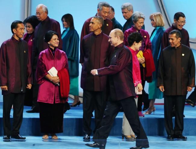 141111-APEC summit-leaders-24