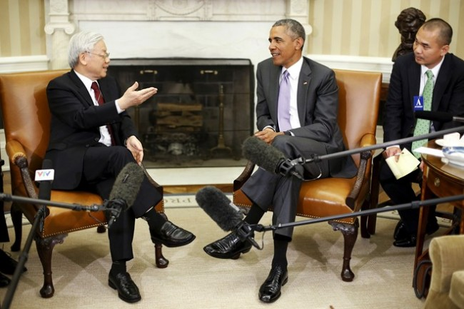 479793632-president-barack-obama-meets-with-general-gettyimages3