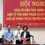 Người dân Bình Thuận nhận kết quả đăng ký kết hôn trên Zalo